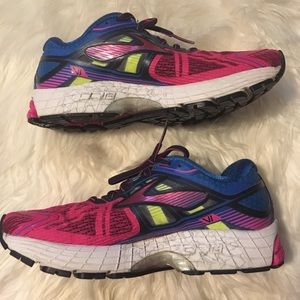 Brooks Ravenna 7 in women's size 7.5